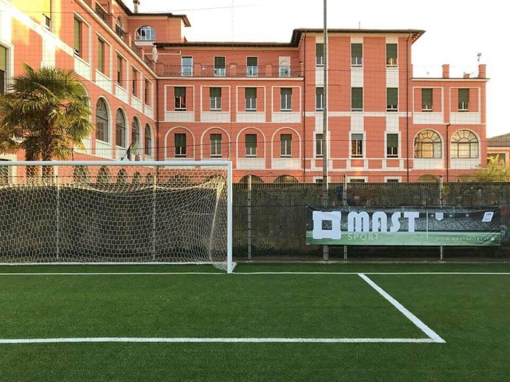 Il nuovo campo in erba sintetica realizzato da Mast Sport a Brescia...